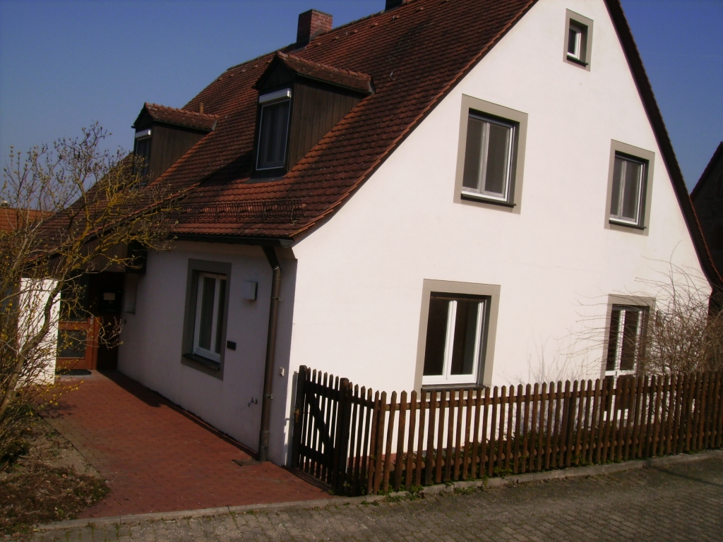 Pfarrhaus neben Langenfelder Kirche